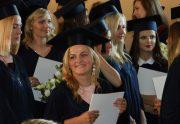 Įteikti profesinio bakalauro diplomai Ekonomikos fakulteto nuolatinių studijų absolventams